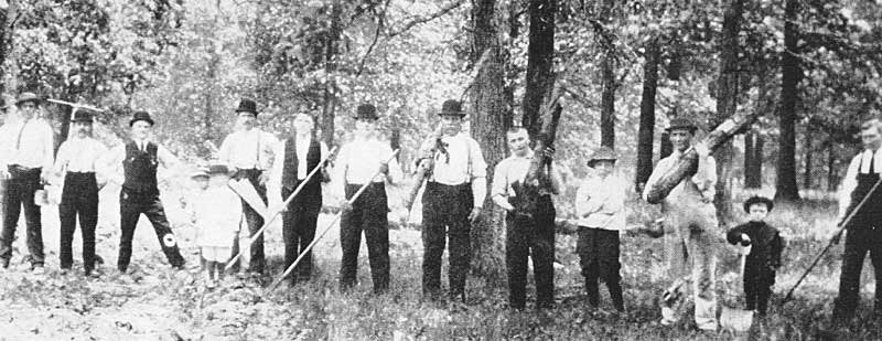 Volunteers at the cemetery in 1912